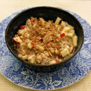 Bunch's Oatmeal with Cinnamon and Apple